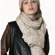 Как связать спицами широкий шарф с ажурной вставкой