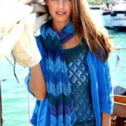 Как связать спицами трехцветный шарф с дырочками