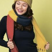 Как связать спицами трехцветный шарфик с кистями