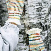 Как связать спицами полосатые варежки из меланжевой пряжи