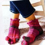 Как связать спицами короткие носки с пальчиками