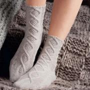 Как связать спицами носки с оригинальным узором из «кос»