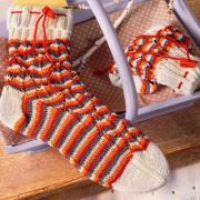 Как связать спицами полосатые носки с завязкой