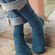 Как связать спицами рельефные носки с пяткой бумеранг