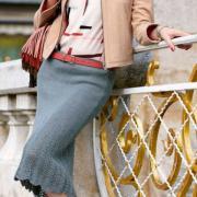 Как связать спицами обтягивающая юбка с кружевным рисунком