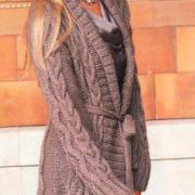 Как связать спицами объемное пальто с косами