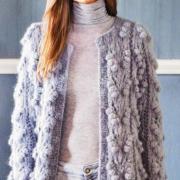Как связать спицами объемное пальто с «шишечками»