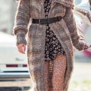 Как связать спицами пальто крупной вязки с большим воротником