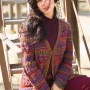 Как связать спицами пальто с разноцветными узорами