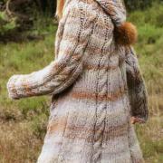 Как связать спицами теплое пальто с капюшоном