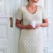 Как связать крючком кружевное платье с укороченным рукавом