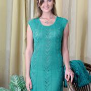 Как связать крючком платье до колена с ажурными полосами