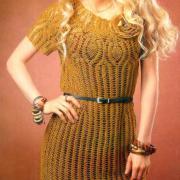 Как связать крючком платье до колена с юбкой-колокольчиком