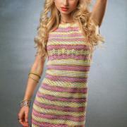 Как связать крючком полосатое платье с коротким рукавом до колена