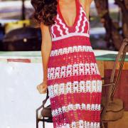 Как связать крючком полосатое платье с завязками на шее