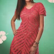 Как связать крючком розовое платье с асимметричной длиной