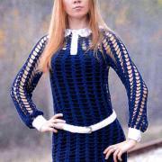 Как связать крючком сетчатое платье с длинным рукавом