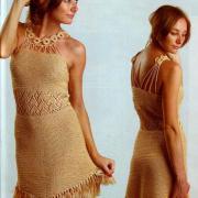Как связать крючком золотое платье с бахромой по подолу