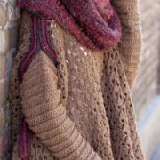 Как связать крючком пуловер-пончо с контрастной окантовкой