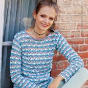 Как связать крючком разноцветный пуловер в горизонтальную полоску