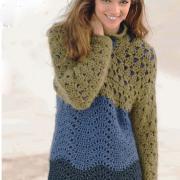 Как связать крючком удлиненный трехцветный пуловер с воротником стойка
