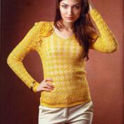 Как связать крючком желтый ажурный пуловер с цветком