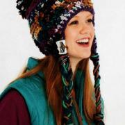 Как связать крючком цветная теплая шапочка с завязками