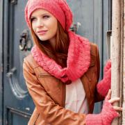 Как связать крючком объемная шапочка, шарф-воротник и митенки