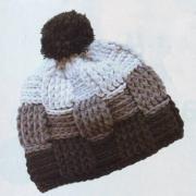 Как связать крючком трехцветная шапка с помпоном