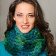Как связать крючком цветной шарф-снуд